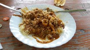 Couscous mit Gemüse und Erdnusssoße (hot)