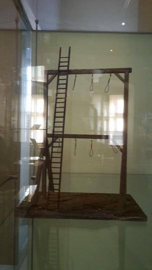 Modell eines Mehrstockgalgens