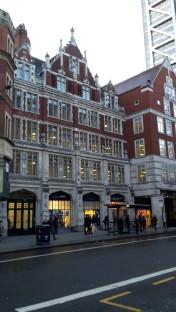 Häuser gegenüber der Liverpool Station