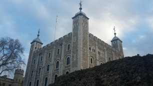 White Tower: Der wurde irgendwann mal weiß bemalt, ich dachte die Steine mit denen er gebaut wurde waren weiß ;D