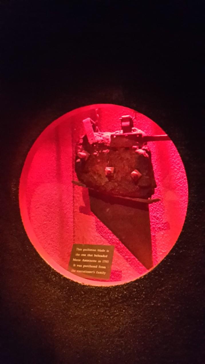 Das Messer der Guillotine mit der Marie Antoinette enthauptet wurde