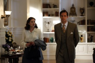 "©ABC - Hayley Atwell und James D'Arcy in ""Marvel's Agent Carter"""