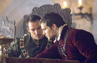 "©Showtime - Jonathan Rhys Meyers und Henry Cavill in ""The Tudors"""